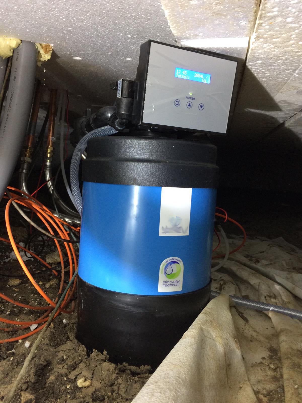 Waterontharder geplaatst in kruipruimte