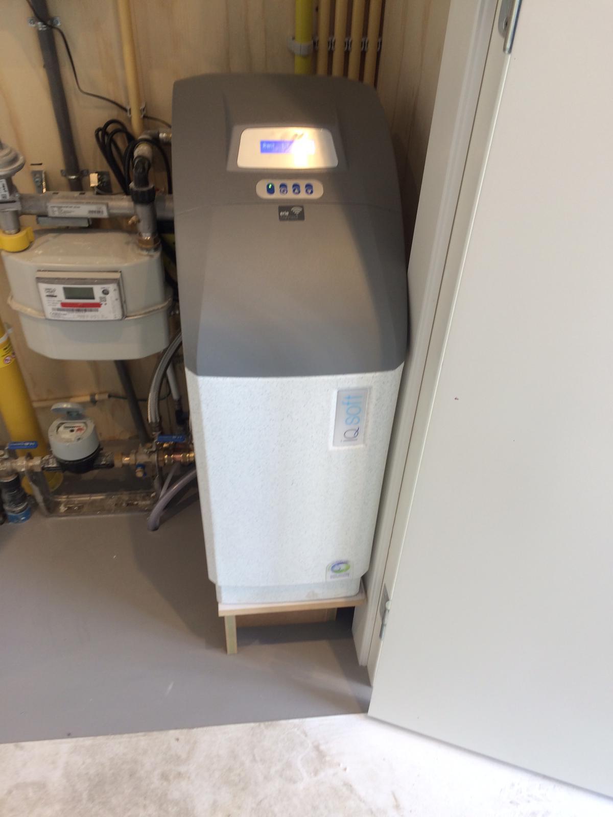 Waterontharder geplaatst in meterkast